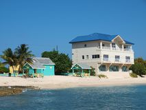 beachfront Cayman Islands egenskap Royaltyfria Bilder