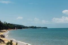 Beachfront kusthotell, asia blått hav Arkivfoton