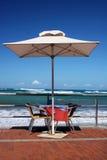 beachfront tabell arkivfoto
