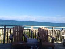BeachHouse met Oceaan op Achtergrond Stock Foto's