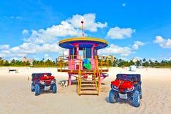 Beachlife am weißen Strand in Südmiami Lizenzfreie Stockbilder