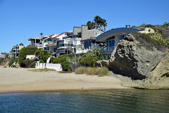 Beachside homes on Aliso Beach in South Laguna Beach, California. Image shows beachside homes on the North Aliso Beach coastline in South Laguna Beach stock photography
