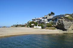 Beachside homes on Aliso Beach in South Laguna Beach, California. Image shows beachside homes on the North Aliso Beach coastline in South Laguna Beach stock images