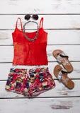 Beachwear και εξαρτήματα για ένα νέο κορίτσι στοκ φωτογραφία με δικαίωμα ελεύθερης χρήσης