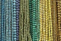beads färgrika halsband royaltyfri bild