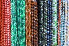 beads färgrika halsband arkivbild