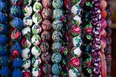 beads gjorda färgrika olika tyger arkivbild