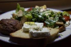 beaf沙拉和希腊白软干酪 库存照片