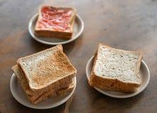 beakfast的切的面包 库存图片