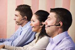 Beambten in call centre Royalty-vrije Stock Afbeeldingen