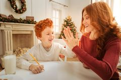 Free Beaming Mother And Son High Fiving Together Royalty Free Stock Photos - 102459018