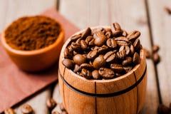 bean śniadanie kawa ideał wyizolował makro nadmiar białych kawa grinded Zdjęcia Stock