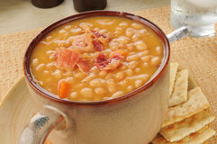 Bean with bacon soup with crackers Royalty Free Stock Images