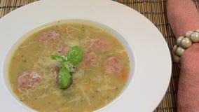 Bean Soup bianco toscano con la salsiccia di Linguica stock footage
