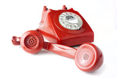 Beantworten eines altmodischen roten Telefons Stockfotos