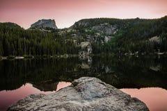 Bear湖日落科罗拉多落矶山 免版税库存图片