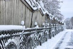 Bearbeitete Zauntore des Winters Stockbilder