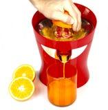 Bearbeta med maskin för orange fruktsaft Fotografering för Bildbyråer