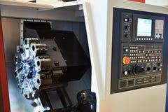 Bearbeta med maskin mitten med CNC fotografering för bildbyråer