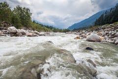 Beas河在Manali 免版税库存照片