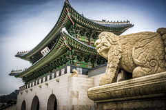 Beast near the gate of Seoul Palace. Haechi statue - a symbol of Seoul is mythical beast, part lion, part dragon - near the Main gate of Gyeongbokgung Palace Stock Photos