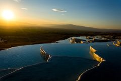 Beatiful sunset in Pamukkale valley. Sunset reflecting over the beautiful white stone cascade in the Pamukkale Royalty Free Stock Photos