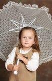 beatifull λευκό ομπρελών κοριτσ& στοκ φωτογραφία