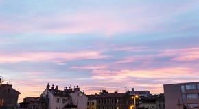 Beatifull-Sonnenuntergang über Stadt von Rijeka lizenzfreies stockfoto