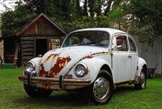 Beatle viejo y cabina Imagen de archivo libre de regalías