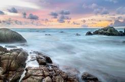 Beatuiful strand och solfweve Arkivfoto