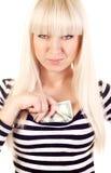 Beau argent comptant de dissimulation de jeune femme Images stock