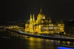 Beau bâtiment du Parlement à Budapest la nuit hungary images stock