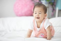 Beau bébé asiatique mignon de sourire photos libres de droits
