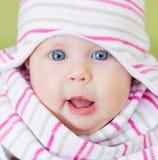 Beau bébé d'yeux bleus Photo stock