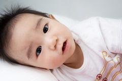 Beau bébé mignon asiatique de sourire photo libre de droits