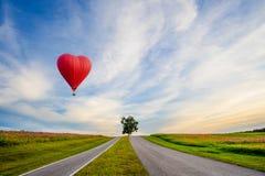 Beau ballon rouge sous forme de coeur photographie stock