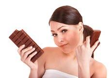 Beau bar de chocolat de dégagement de fille. images stock