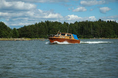 Beau bateau en bois en mer baltique Photos stock