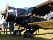 Beau Beechcraft reconstitué Be17 Staggerwing dans la lumière de matin photo libre de droits