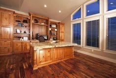 beau bois de Home Office d'étages Photographie stock libre de droits