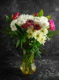 Beau bouquet avec des asters, des chrysanthèmes et des gerberas photo stock