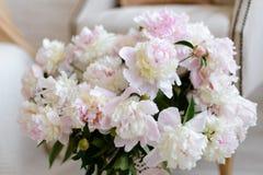 Beau bouquet avec des fleurs de couleur rose Photographie stock libre de droits