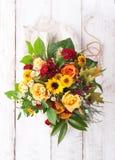 Beau bouquet coloré de ressort ou d'été des fleurs, vacances Image stock