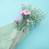 Beau bouquet de fleur sur le fond blanc Amour, roman Photographie stock