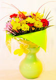 Beau bouquet de l'empaquetage de Pâques de fleurs. Photos stock