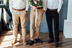 Beau bouquet de mariage dans des mains du marié Photo stock