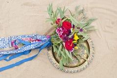 Beau bouquet de mariage dans le sable de désert Images stock