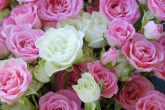 Beau bouquet des roses blanches et roses Photos libres de droits