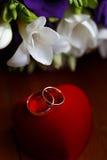 Beau bouquet nuptiale des lis et des roses à la noce Images stock