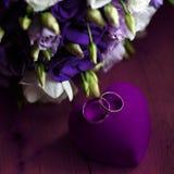 Beau bouquet nuptiale des lis et des roses à une noce Photos libres de droits
